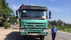 Phạt hàng loạt xe 'hổ vồ' quá tải trên đường Hồ Chí Minh