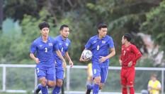 VIDEO: Thủ môn Văn Toản mắc sai lầm khó tin, Thái Lan được 'biếu' bàn thắng