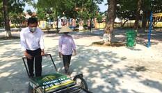 Độc đáo xe gom rác mini tự chế giá thành dưới 1 triệu đồng của thầy giáo trường làng