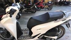 'Mượn tạm' xe SH đỗ ven đường đi từ Huế về Hà Nội