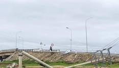Hơn 400 cột điện gãy đổ do bão số 5 ở TT-Huế: Chỉ có 30 cột dự ứng lực?