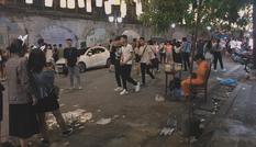 Sốc với hình ảnh đường phố Hà Nội ngập trong rác sau đêm Trung Thu