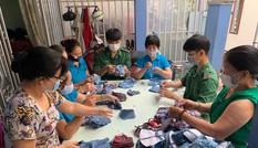 Phụ nữ phường may khẩu trang miễn phí giúp dân phòng chống dịch