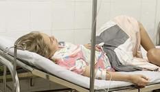 """Nhập viện cấp cứu vì ngộ độc thực phẩm, Thái Trinh """"tố"""" resort 5 sao vô trách nhiệm"""