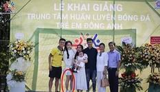 """Dân mạng tiếp tục """"soi"""" ngoại hình của Huỳnh Anh trong ảnh chụp cùng gia đình Quang Hải"""