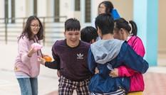 """Học sinh THPT Chuyên ĐH Sư phạm Hà Nội đầy sôi nổi với hoạt động từ thiện """"khuyết"""""""