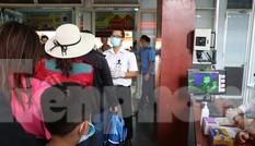 Kiểm tra thân nhiệt khách đi tàu hỏa đến ga Sài Gòn để phòng virus corona