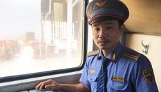 Tiếp viên đường sắt trả lại 100 triệu cho khách để quên trên tàu
