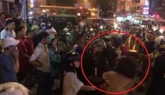 Cô gái đánh, cắn vào tay Cảnh sát cơ động khi bị kiểm tra nồng độ cồn