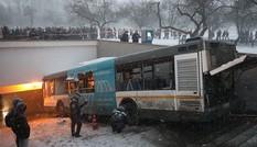 Khoảnh khắc xe buýt lao xuống đường hầm, đoạt mạng 5 người ở Moscow