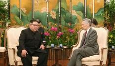Chủ tịch Triều Tiên tươi cười khi gặp Thủ tướng Singapore