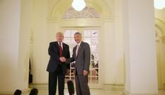 Tổng thống Mỹ Trump dùng bữa cùng Thủ tướng Singapore