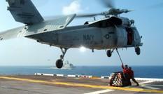 Trực thăng Mỹ lao xuống tàu sân bay, nhiều người bị thương