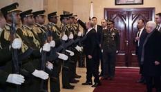 Cảnh ông Putin nhặt mũ giúp binh sĩ Palestine nức lòng cư dân mạng