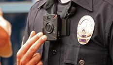 Mỹ: Cảnh sát vuốt ve xác chết gây phẫn nộ