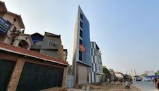 Xuất hiện nhà xây dựng kiểu 'lưỡi rìu' trên đường Phạm Văn Đồng