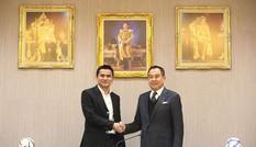 HLV Kiatisak gia hạn hợp đồng với tuyển Thái Lan