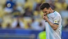 Chơi kém ở Copa America, Messi 'đổ lỗi' cho... sân đấu
