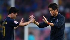 U23 Thái Lan vào tứ kết nhờ nước cờ mạo hiểm