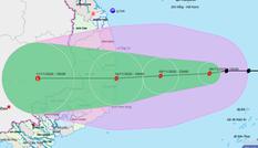 Bão số 12 gây mưa rất lớn ở miền Trung, bão số 13 đã 'lấp ló' vào biển Đông
