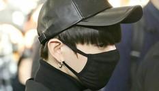 """Scandal bủa vây Jungkook BTS: Từ nghi vấn hẹn hò gái lạ, tai nạn xe hơi đến """"Itaewon"""""""