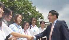 Phó Thủ tướng Phạm Bình Minh nói chuyện với sinh viên ĐHQG TPHCM