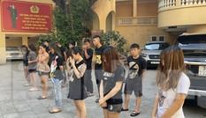 Bắt nhiều 'nữ quái' trong đoàn đua xe quanh phố cổ Hà Nội