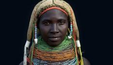 Bộ tộc làm đẹp bằng phân bò tại Tây Phi