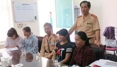 CSGT Hà Nội giúp đỡ nhiều thí sinh