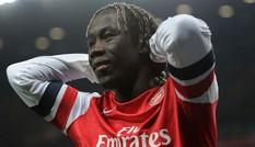 Tham khoản 'lót tay' béo bở, Sagna tính bỏ Arsenal