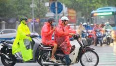 Sau bão, nội thành Hà Nội mưa rả rích suốt chiều