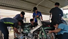 Đoàn viên thanh niên 'xứ Dừa' rửa xe gây quỹ ủng hộ đồng bào miền Trung