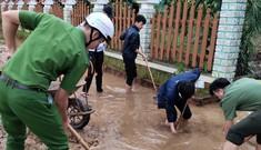 TT-Huế: Huy động tổng lực đoàn viên ra quân xử lý môi trường, giúp dân sau bão lũ