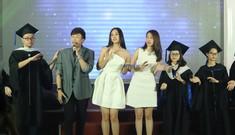 Hoa hậu Tiểu Vy tinh khôi váy trắng giao lưu với các tân thủ khoa