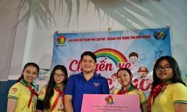 Đại biểu cháu ngoan Bác Hồ TP Cần Thơ ủng hộ đồng bào miền Trung