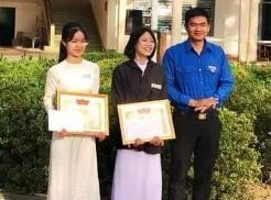 Doan Phu My district awarded certificates of merit to Truc and Loan.