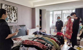 Job of cleaning wardrobe for lazy people