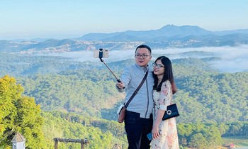 Young people eagerly explore the paradise of cloud hunting in Da Lat