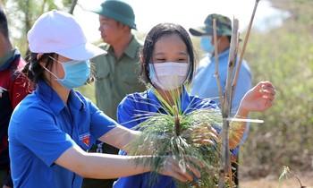 Tien Phong Marathon 2021 join hands for a green Vietnam