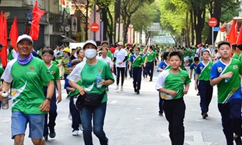A large number of students in Ho Chi Minh City responded to the Olympic Run Day for the health of the entire population in 2021