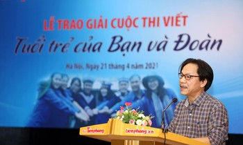 Deputy Editor-in-Chief of Tien Phong Newspaper Le Minh Toan speaking at the awards ceremony.  Photo: Nhu Y