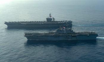 Tàu đổ bộ USS Makin (LHD-8) và tàu sân bay USS Theodore Roosevelt (CVN-71) quá cảnh Biển Đông vào ngày 9 tháng 4 năm 2021. Ảnh: Hải quân Mỹ