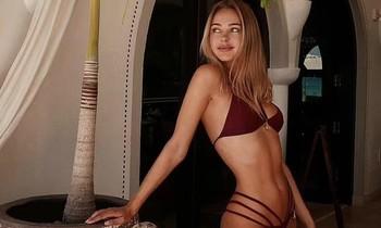 Mẫu nội y Kimberley Garner phô body 'cực phẩm' với bikini bé xíu