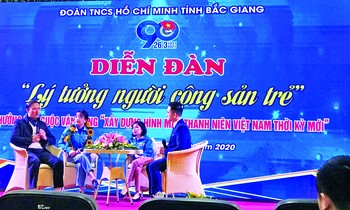 Bui Viet Anh Giap (2nd left) was commended the typical young face of Bac Giang province