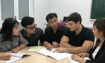 Mike Rizzo (second from right) supports many young people in HCMC to learn English