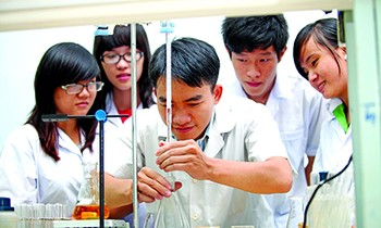 Scientific research student - Photo: Hong Vinh