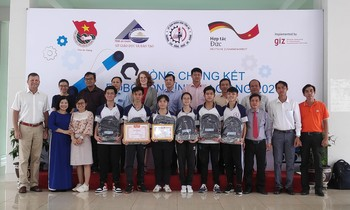 Nguyen Trung Truc High School won the first prize in the provincial Robocon contest
