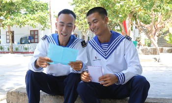 Two soldiers Phan Van Thanh and Nguyen Thanh Tam read the letter from their teammates on Sinh Ton island sent to