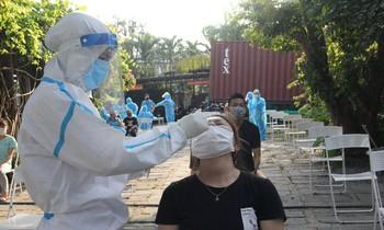 Đà Nẵng huy động hàng trăm nhân viên y tế lấy mẫu khẩn cho 8.000 người