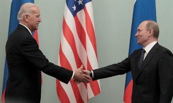 Ông Joe Biden (trái) và ông Vladimir Putin (phải). Ảnh: Reuters